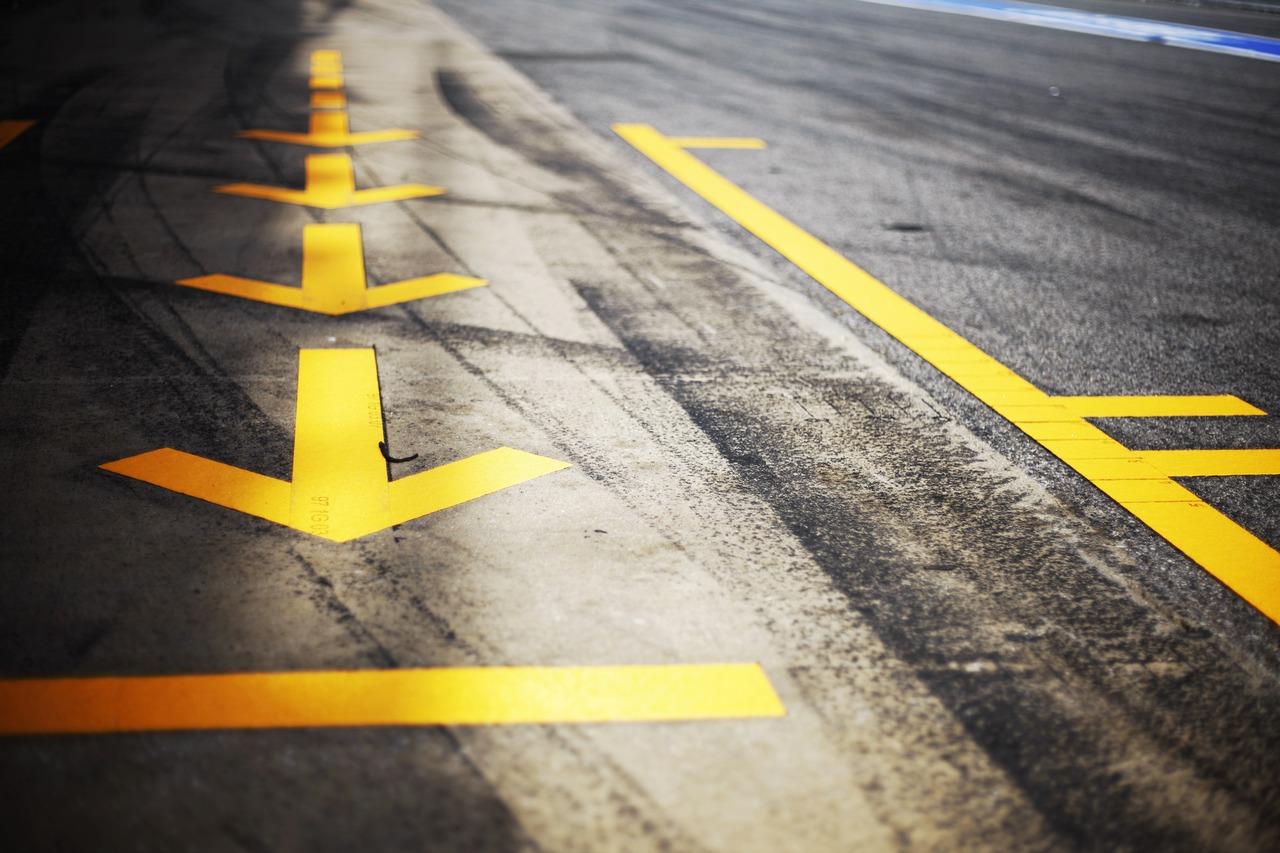 Pit lane arrows.