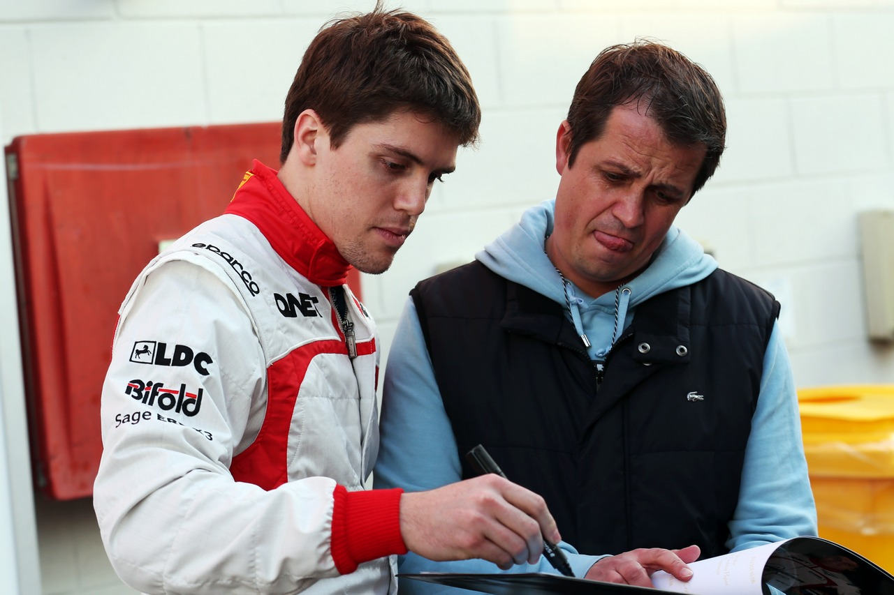Luiz Razia (BRA) Marussia F1 Team signs autographs for the fans.