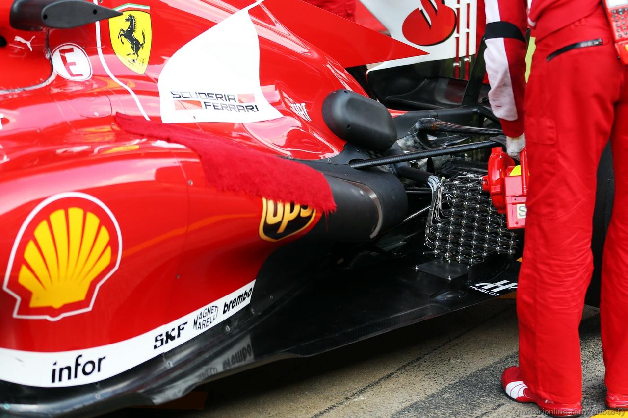 Ferrari F138 running sensor equipment at the exhand rear suspension.