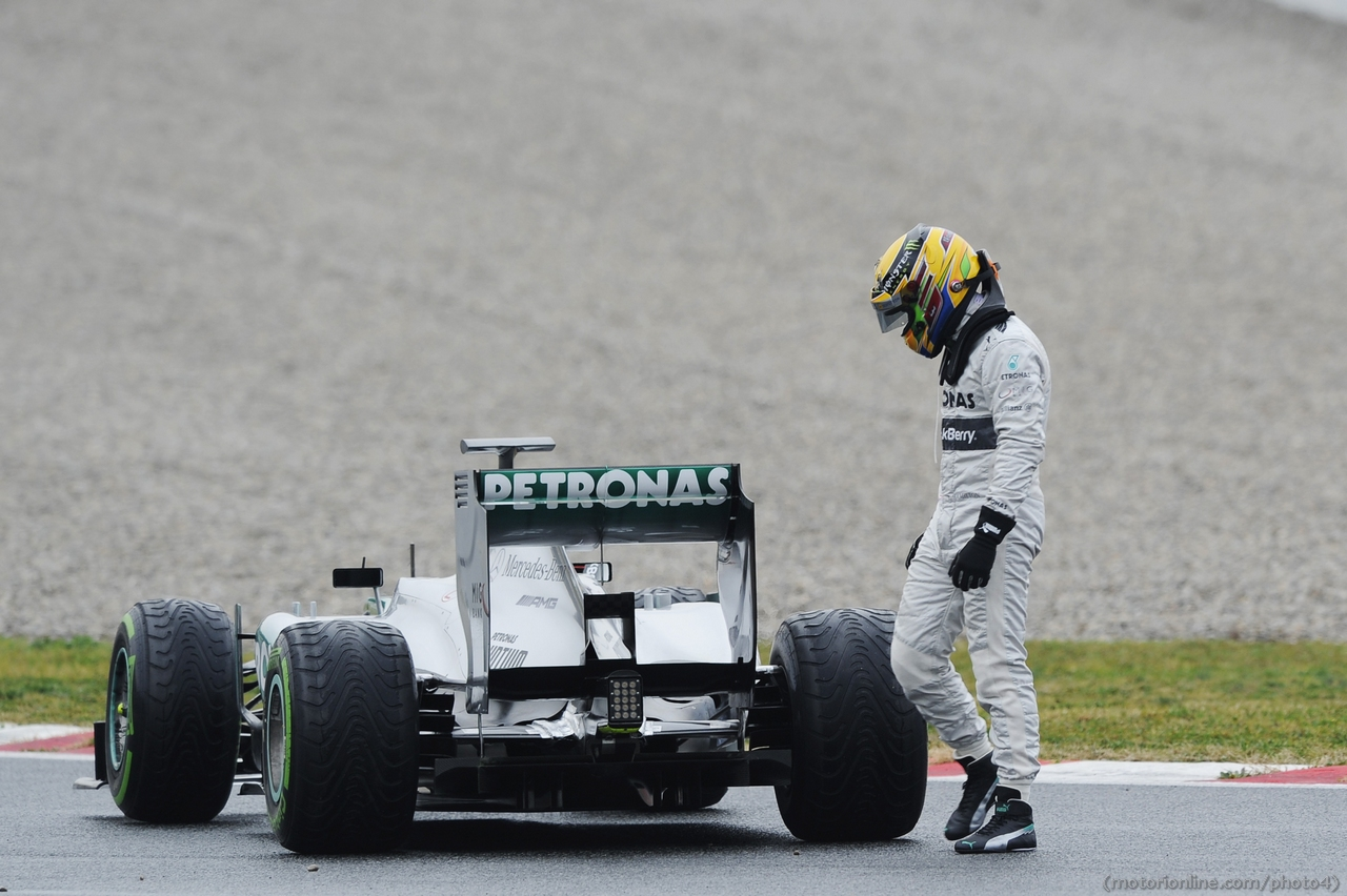 Lewis Hamilton (GBR) Mercedes AMG F1 W04 stops on the circuit. 22.02.2013.
