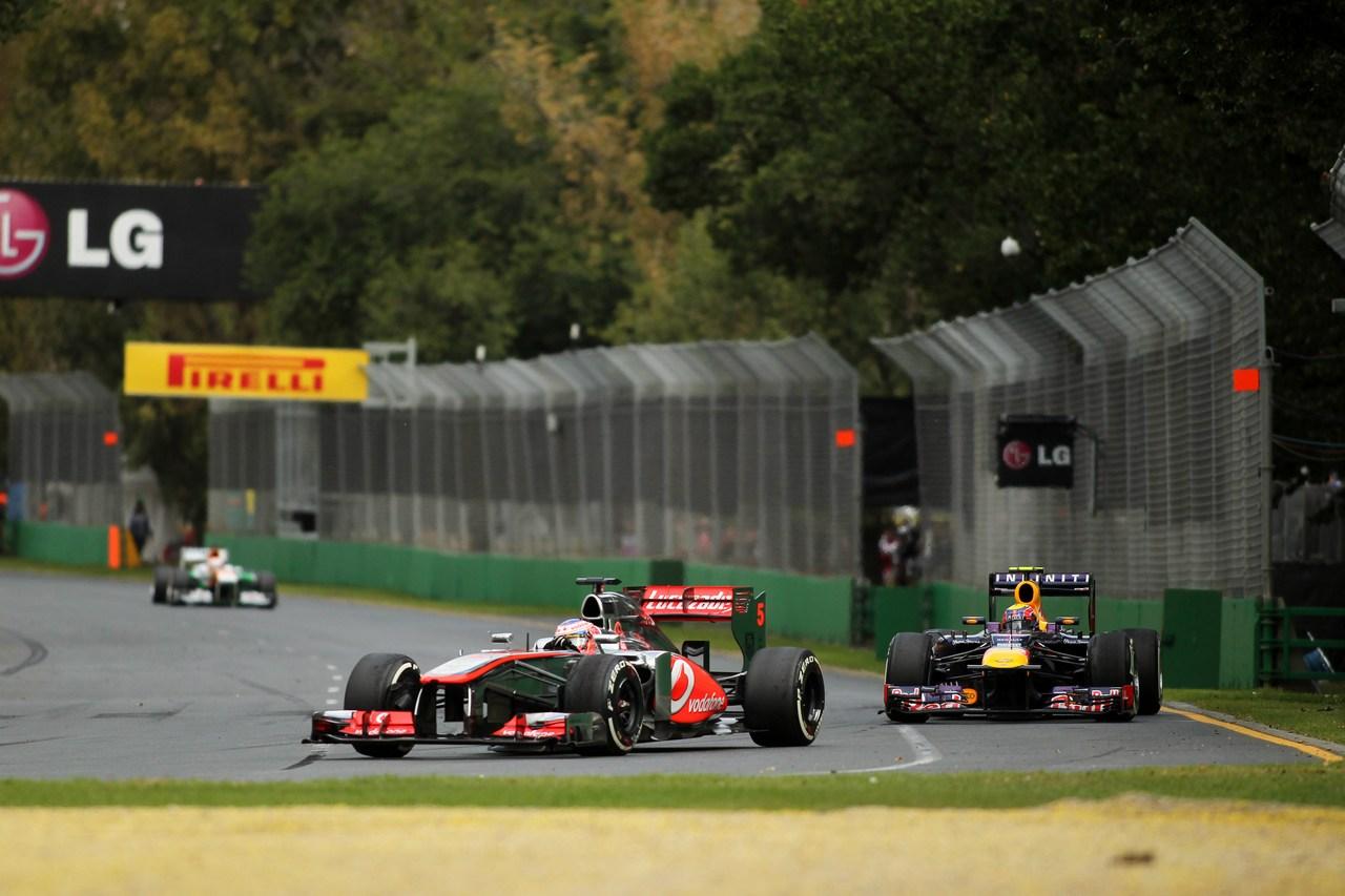 17.03.2013- Race, Jenson Button (GBR) McLaren Mercedes MP4-28 leads Mark Webber (AUS) Red Bull Racing RB9