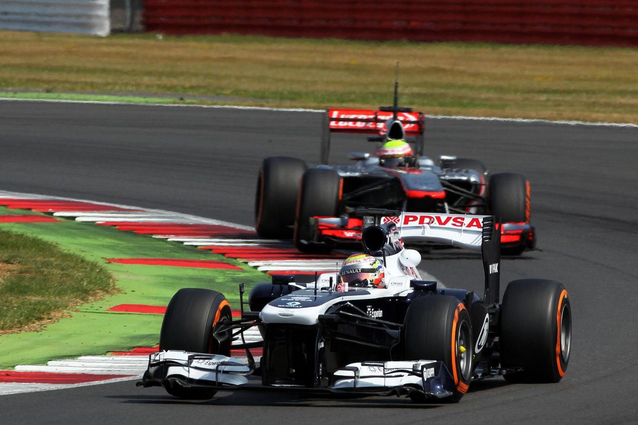 Pastor Maldonado (VEN) Williams FW35 leads Oliver Turvey (GBR) McLaren McLaren MP4-28 Test Driver.