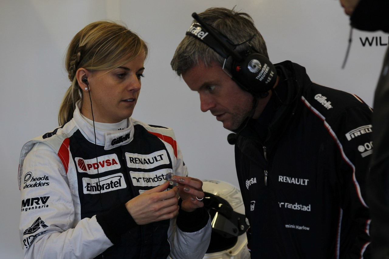 Susie Wolff (GBR), drives the Williams FW33