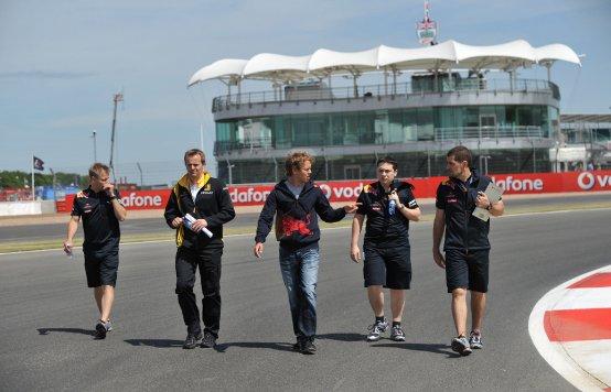 I piloti pretendono cordoli più  bassi a Silverstone