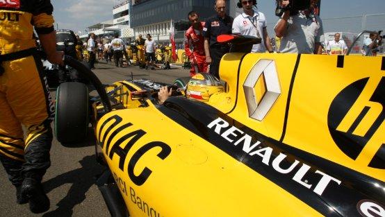 """Renault F1 """"open-day"""": si aprono le porte della fabbrica di Enstone"""
