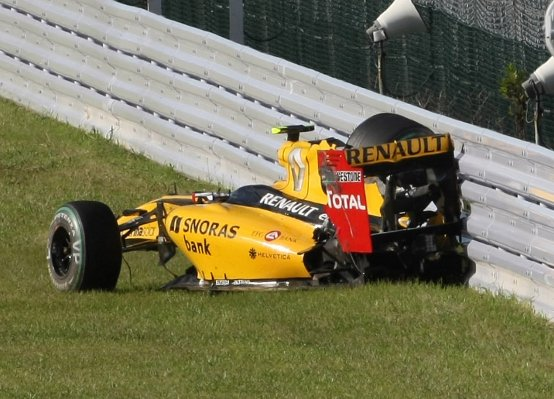 Penalità a Petrov per l'incidente al via nel GP del Giappone