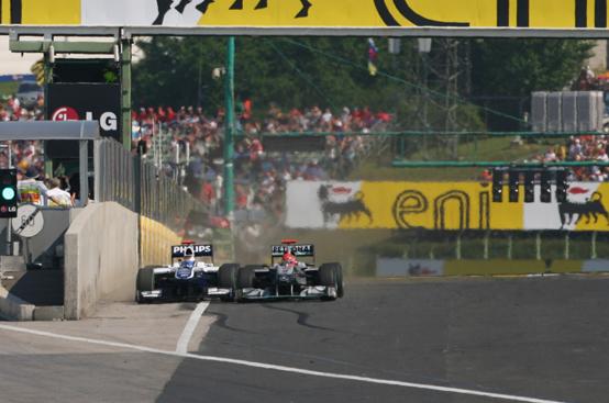 Moss sferra un altro colpo a Schumacher