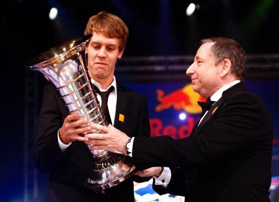 Vettel ha ricevuto il trofeo di campione del mondo