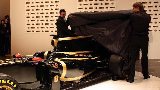 Vitaly Petrov testerà per primo la R31