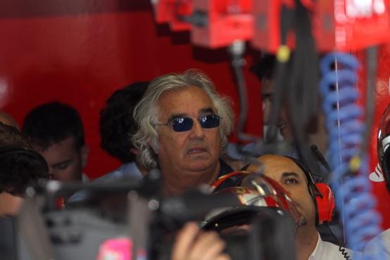 Briatore consiglia alla Ferrari di concentrarsi già sul 2012