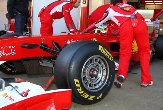 Pirelli, via libera ai test di gomme nei venerdi' di gara