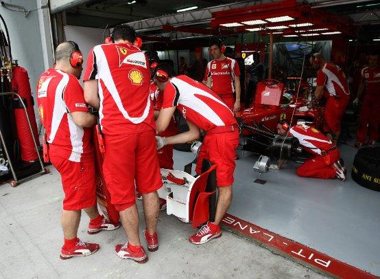 Ferrari: A Sepang una giornata difficile. Tanto lavoro per i tecnici di Maranello