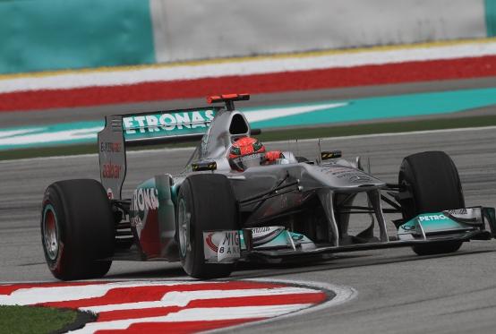 Mercedes: Rosberg e Schumacher rallentati dall'ala mobile in qualifica a Sepang