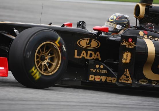 Renault: pochi giri per Heidfeld e Petrov nel venerdì di Sepang per un difetto di materiali