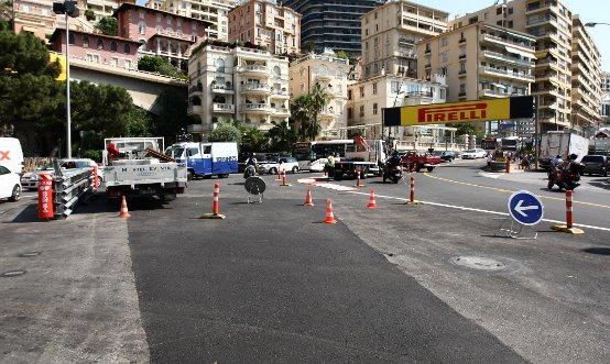 Un incendio ha rovinato un tratto di asfalto a Monaco