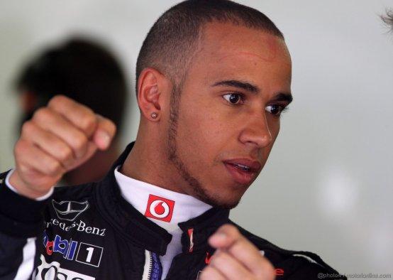 Lewis Hamilton, le penalità e uno sport che si scopre meno 'macho'