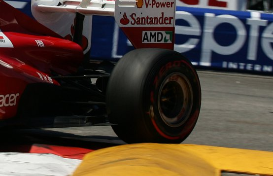 In Canada tornano in azione i Pirelli PZero Red Supersoft