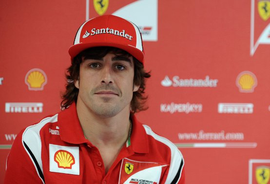 Ferrari, Fernando Alonso incontra i tifosi in chat