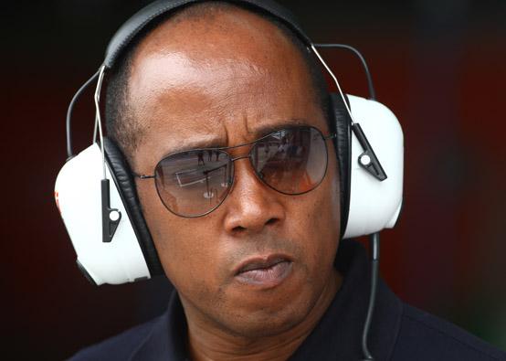 Anthony Hamilton critica il management del figlio Lewis