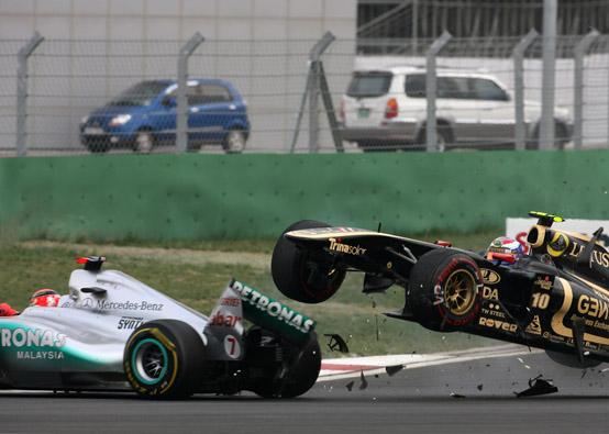 Mercedes GP: un ottavo posto per Rosberg, Schumacher ritirato per un incidente con Petrov