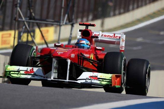"""Ferrari, Alonso: """"Se potessi scegliere io oggi opterei per una gara sul bagnato"""""""