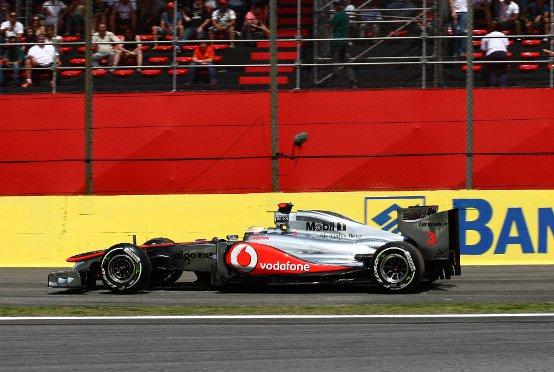 Hamilton positivo nonostante il ritiro in Brasile