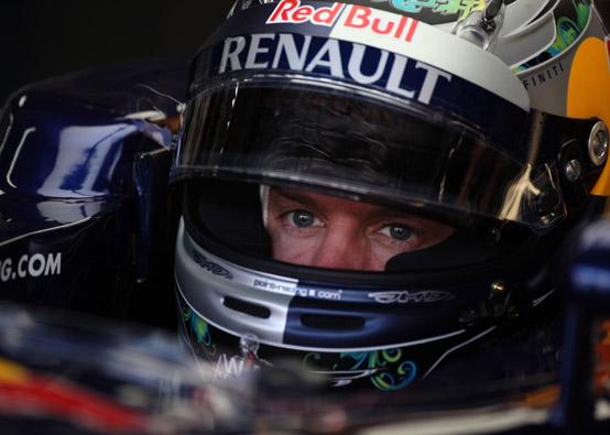 Vettel difende la sua abitudine di cambiare spesso la livrea del casco