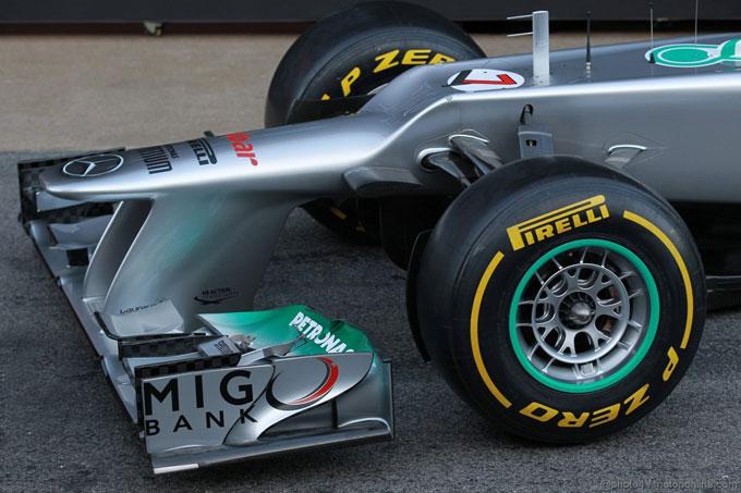 L'ala anteriore della Mercedes sfrutta il W-duct
