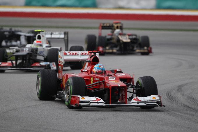 GP Malesia, Alonso vince con la Ferrari davanti ad un brillante Perez