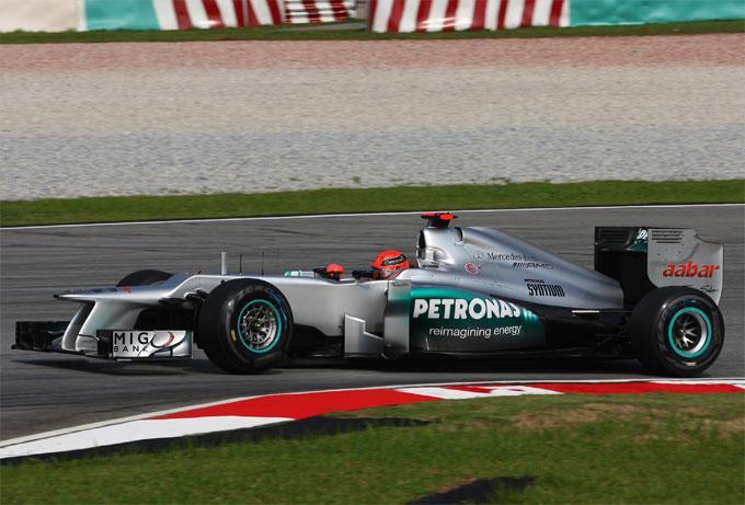 Lotus: protesta ufficiale contro l'ala posteriore Mercedes