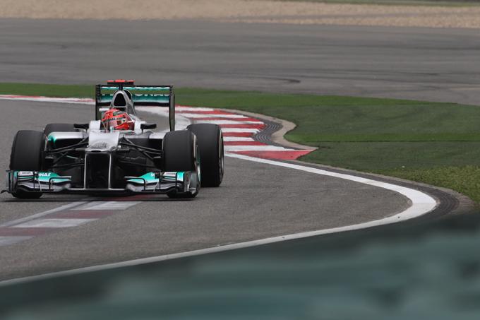 Mercedes multata per la ruota di Schumacher non fissata