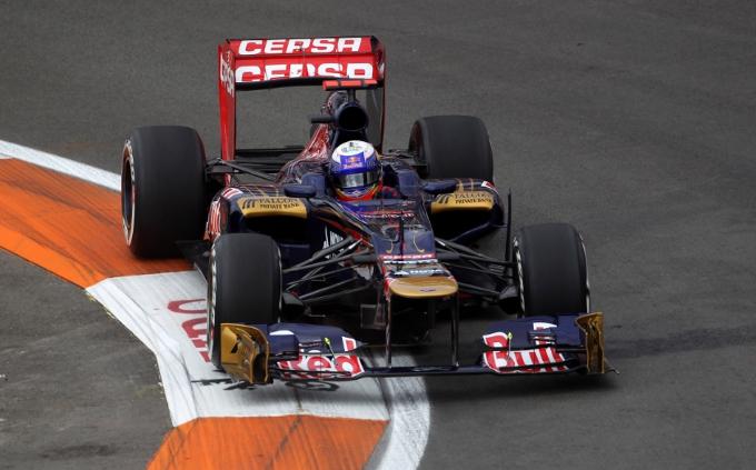 Scuderia Toro Rosso alla ricerca di maggiore velocità sul circuito cittadino di Valencia