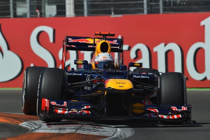 GP d'Europa: Vettel conquista la pole davanti a Hamilton, Alonso solo 11°
