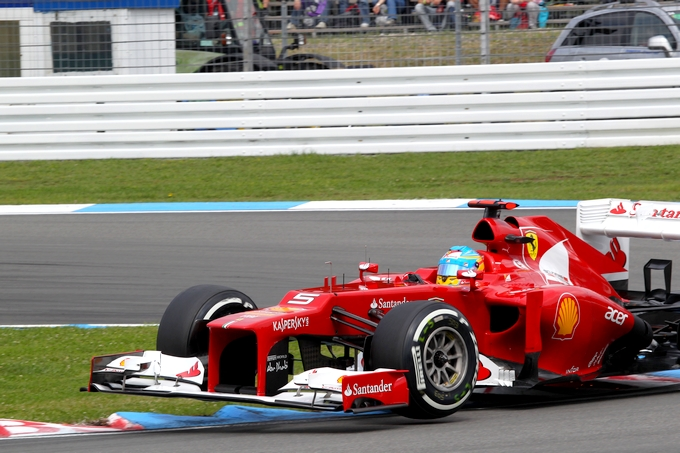 GP di Germania: Alonso, straordinaria pole sul bagnato, battute le Red Bull
