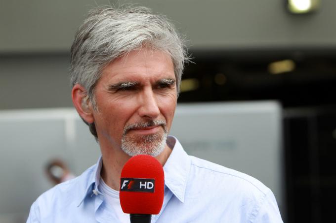 Damon Hill in pista con una Red Bull