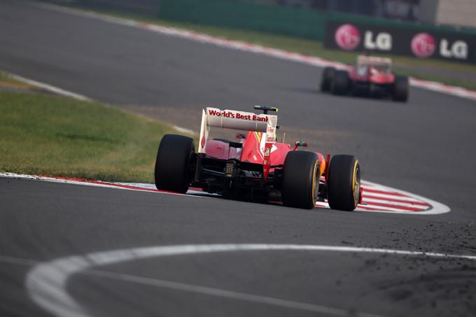 Massa ha corso con gli scarichi in stile Red Bull in Corea
