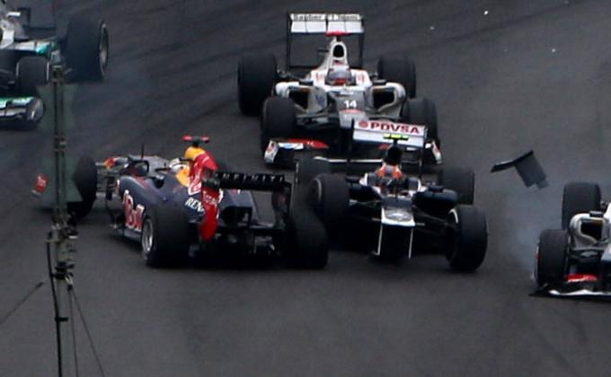 """Red Bull, Horner: """"La macchina di Sebastian era talmente danneggiata che abbiamo rischiato il ritiro"""""""