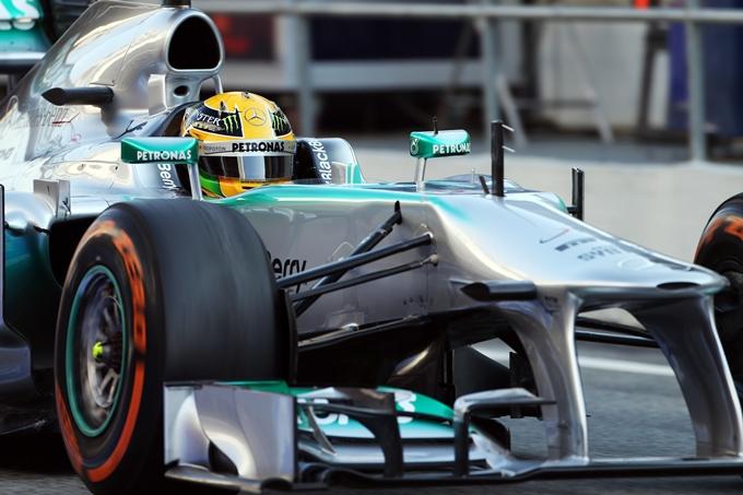 """Mercedes, Hamilton vola basso: """"Pensiamo alla top ten!"""