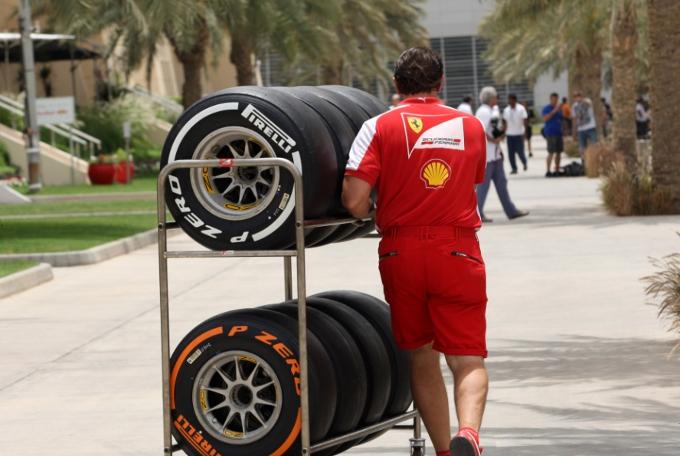 """Pirelli, Paul Hembery: """"Stiamo indagando sulle gomme della Ferrari di Massa"""""""