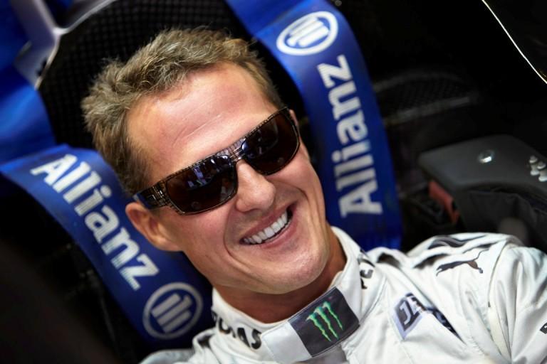 Schumacher con una Mercedes F1 sulla Nordschleife