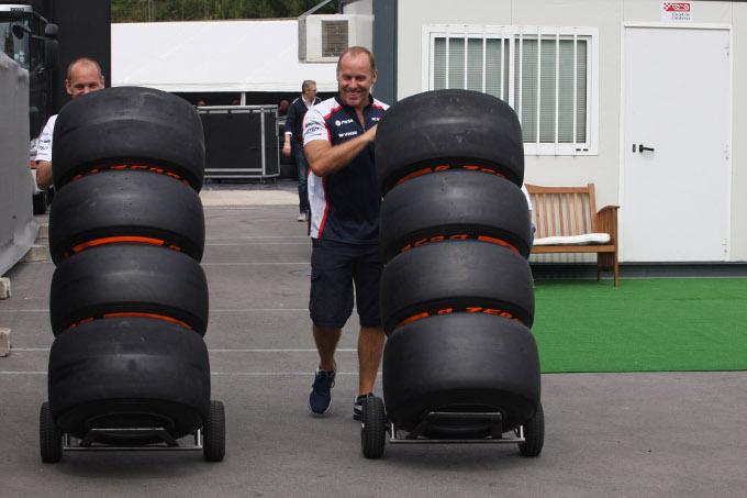 La nuova gomma dura Pirelli divide il paddock della F1