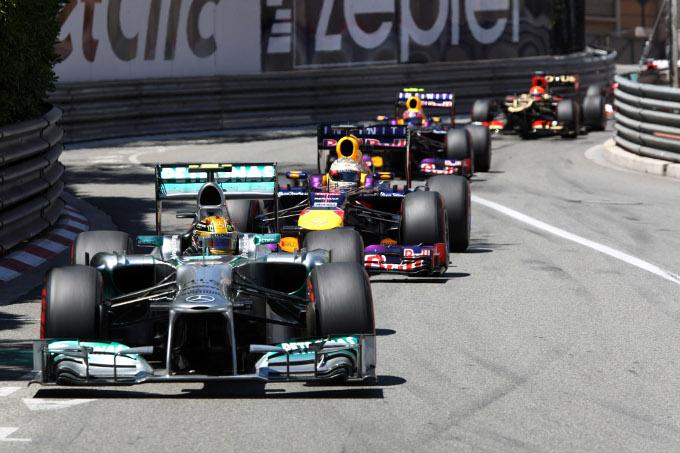 Hamilton risponde alle critiche di Vettel