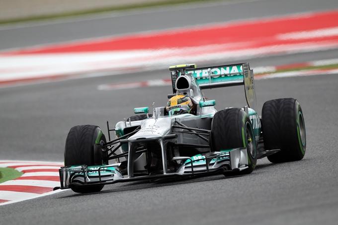 """Lewis Hamilton preoccupato: """"Nessun miglioramento nel degrado delle gomme"""""""