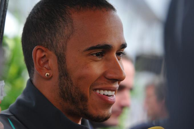 """Hamilton: """"Mi piacerebbe guidare la Ferrari un giorno"""""""