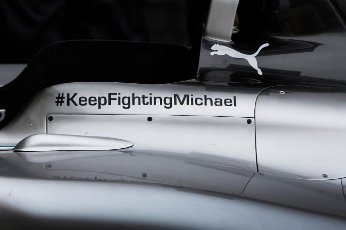 La Mercedes incoraggia Schumacher: hashtag #KeepFightingMichael sulle vetture per i test