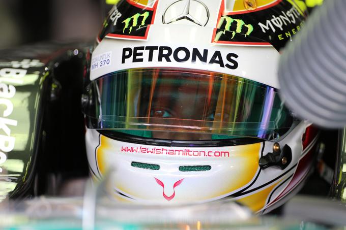 GP Malesia: Hamilton in pole sotto la pioggia, Alonso quarto