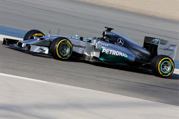 Test F1 Bahrain: Hamilton chiude con il miglior tempo i test invernali, Alonso terzo
