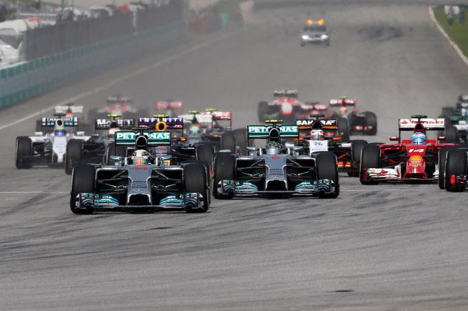 GP Malesia: vince Hamilton, doppietta Mercedes. Alonso quarto