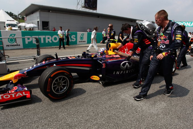 Red Bull: Ricciardo penalizzato di dieci posizioni in griglia per il Gran Premio del Bahrain