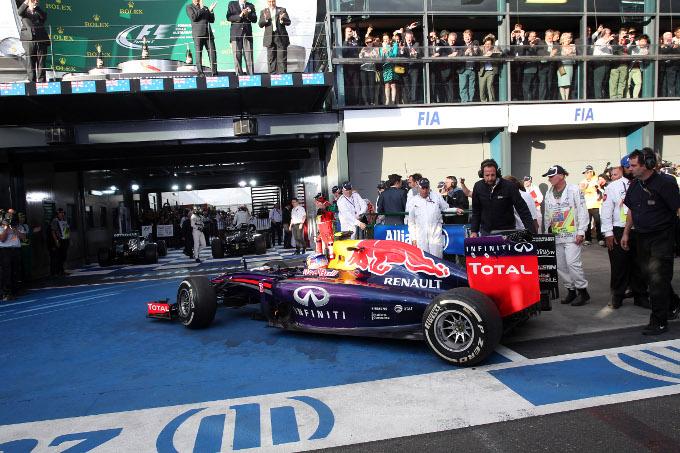 GP Australia: Ricciardo sotto investigazione, nessuna penalità per Kobayashi
